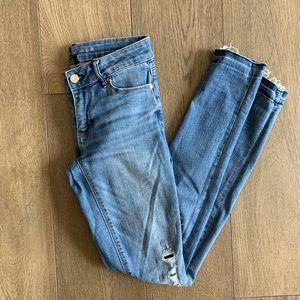 WHBM THE SKIMMER Light wash destroyed skinny jeans